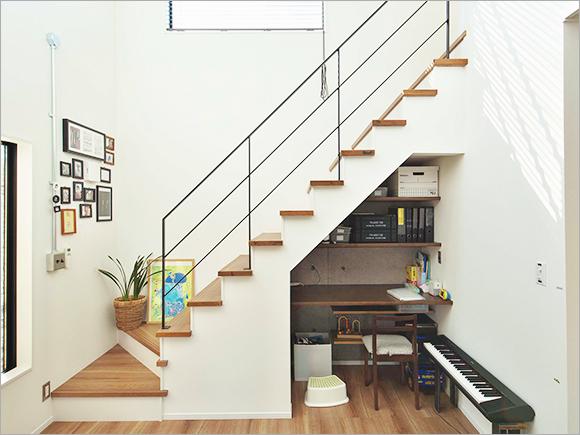 ご主人こだわりの階段と作業スペース