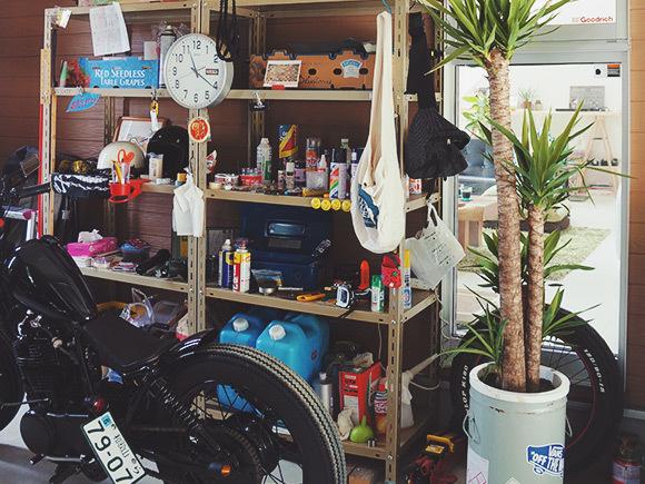 趣味のバイクに熱中できる、広々ガレージ