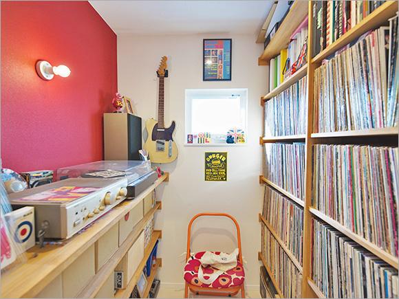 旦那さんが「念願だった」と語るレコード部屋。