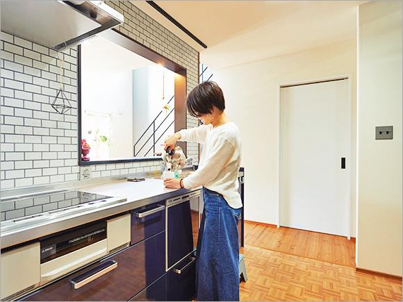 キッチンのタイルは、時間をかけて理想に近いものを探したのだとか。