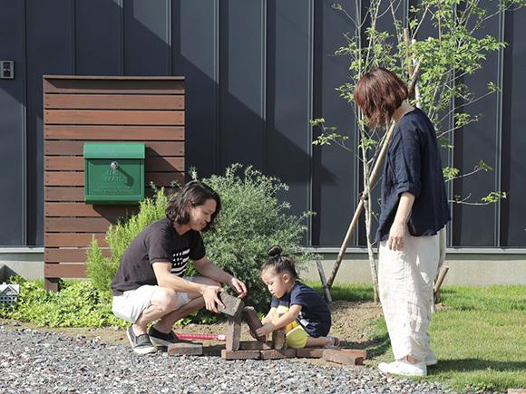 家族で協力してお庭造り。旦那様のDIYが光ります!