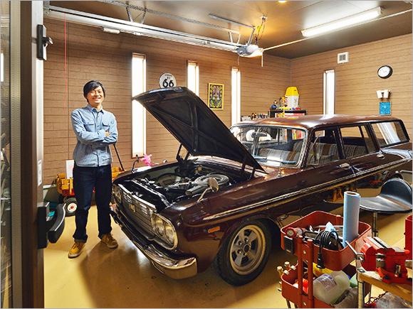 ガレージの中もサインプレートや小物で改造中。