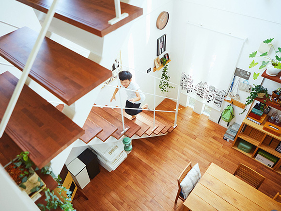 スリットタイプの階段。