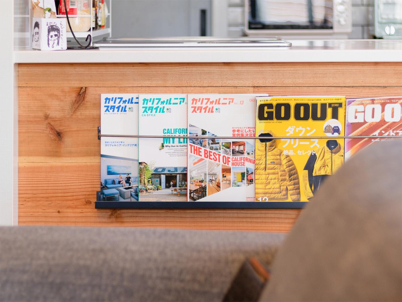キッチン前のマガジンラックも、Instagramで見つけたお施主様の事例を参考に。