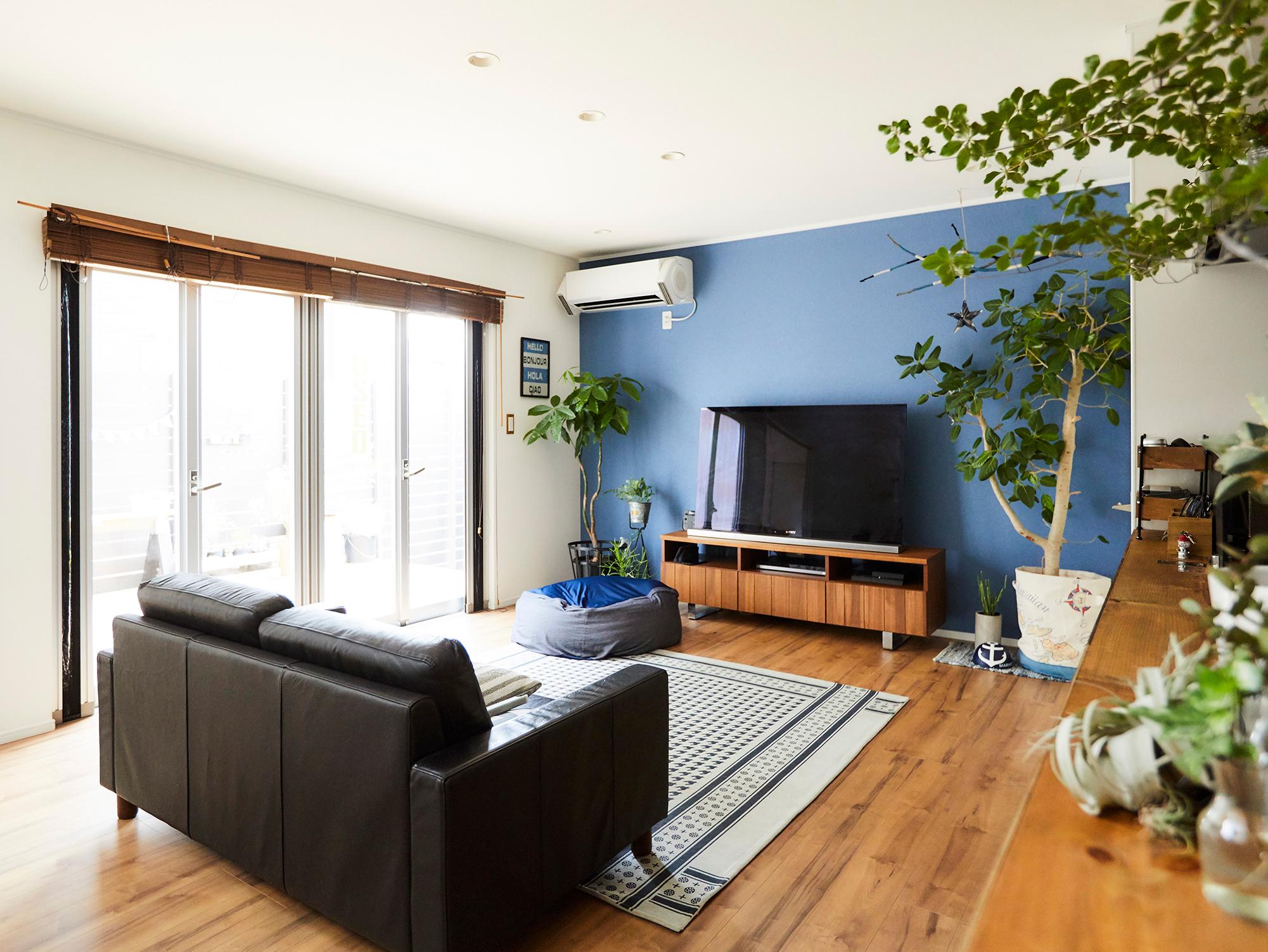 各部屋に置いてあるグリーンが、暮らしに季節感をプラス。
