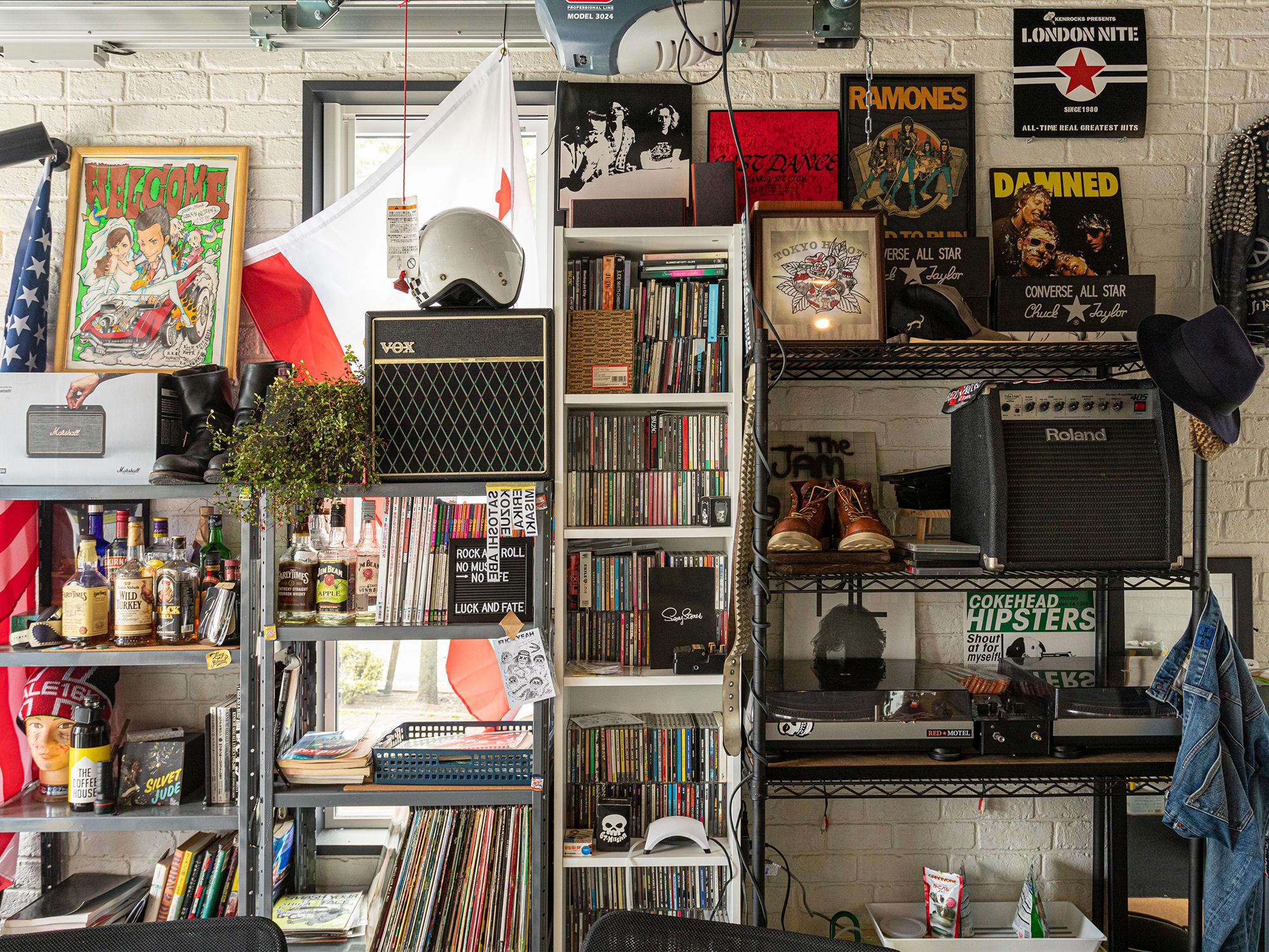 レコードなどの音楽アイテムがたくさん。