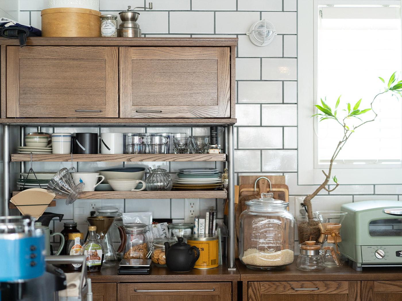 journal standard Furnitureの食器棚。