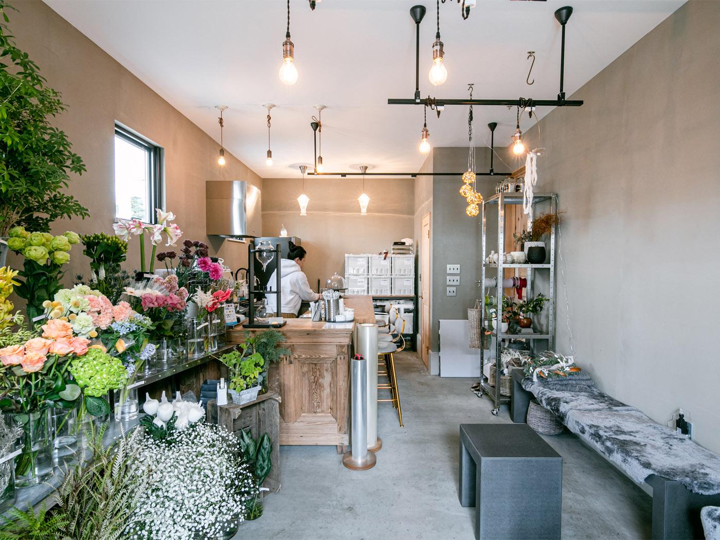 お花屋さんとカフェを併設。