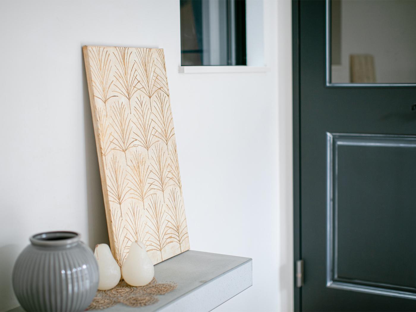 玄関やリビングの壁には、湿気に強い珪藻土を使用。