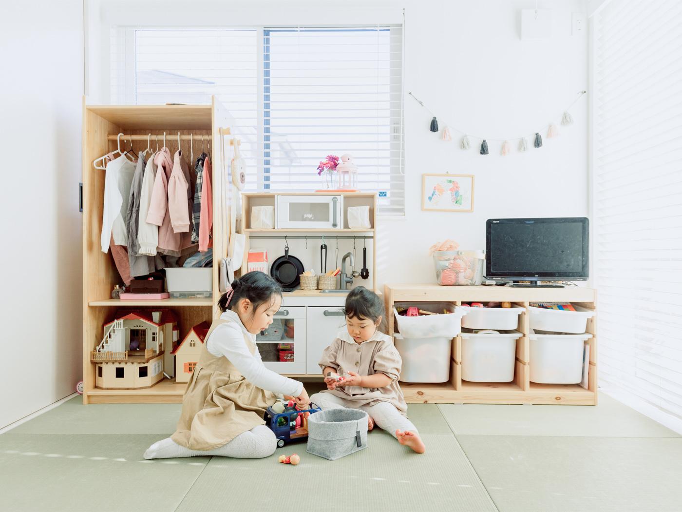 和室には大きな引き出し付きの収納をレイアウトし、おもちゃの片付けもしやすく。