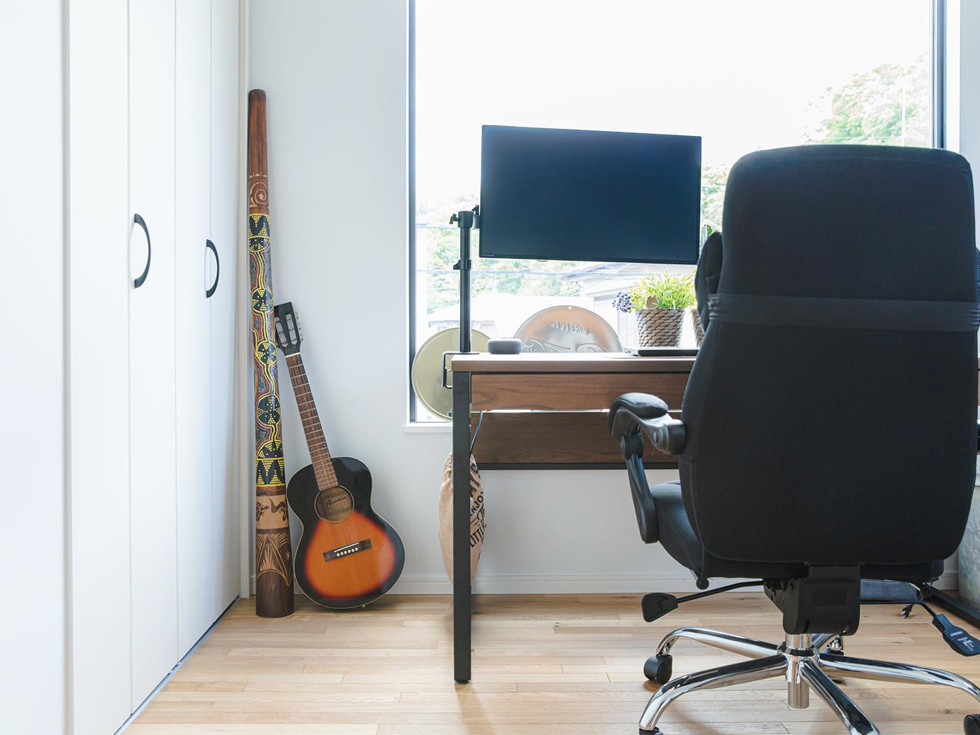 仕事部屋や子ども部屋にも民族楽器が