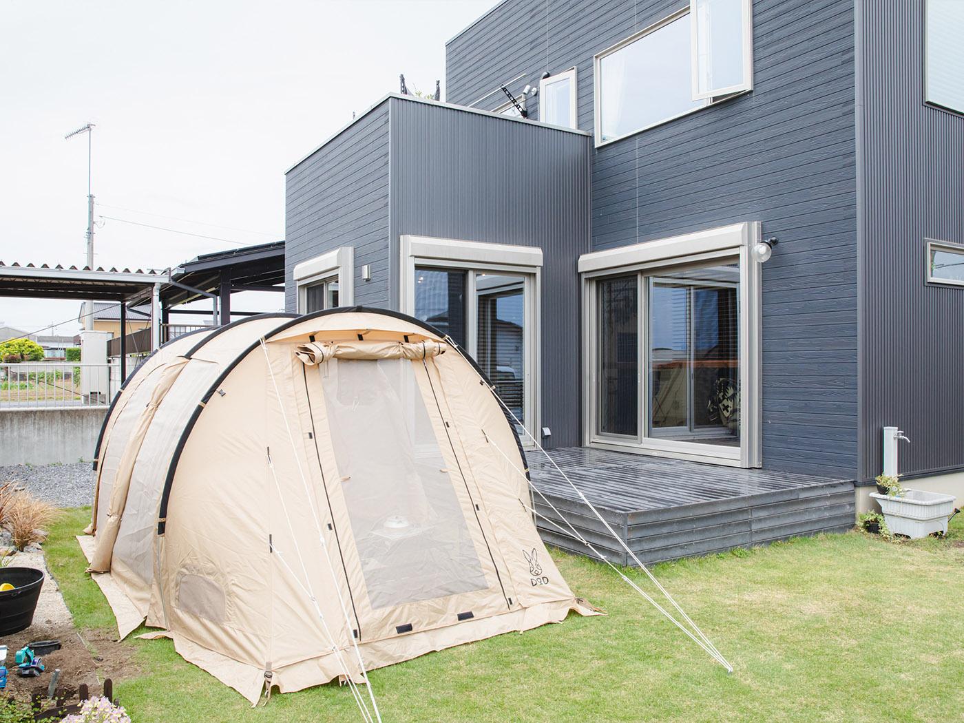 広々のお庭だから、大きなテントも問題なし。