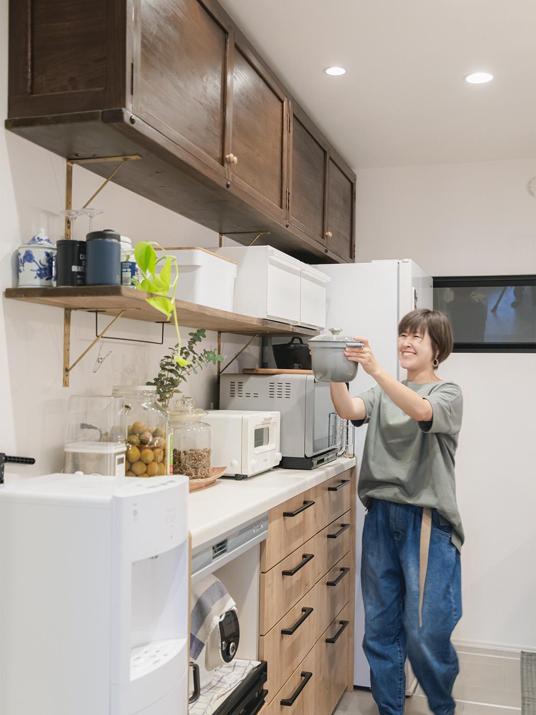 キッチンの棚は木工製作が得意な奥さまのお父さまが制作。