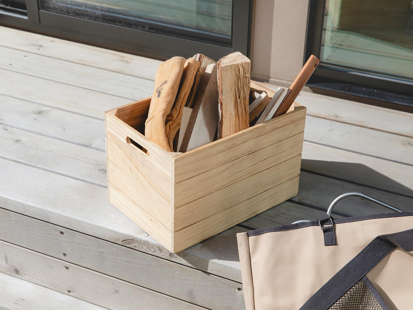 外遊びの道具は庭に設置したスツールに。