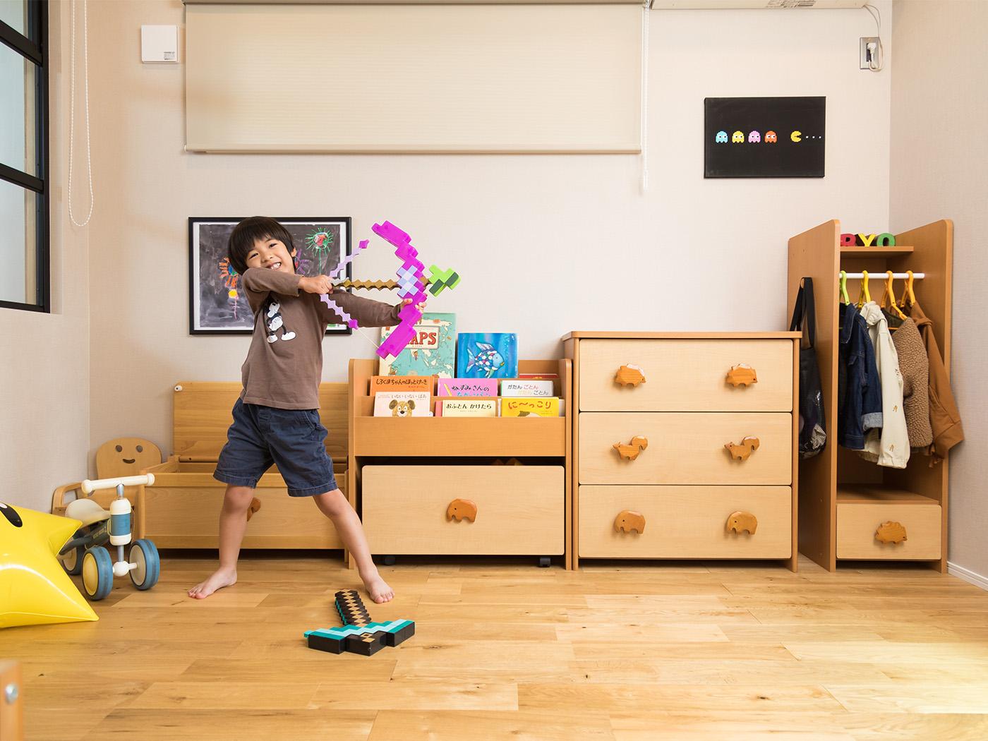 キャビネットで子供部屋はスッキリ整頓。
