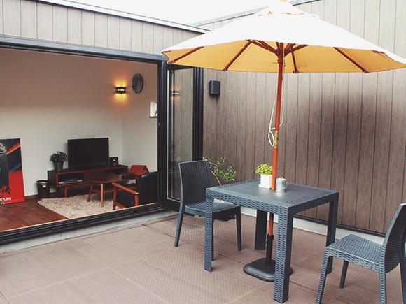 +PENTHOUSEの屋上は、開放的なリラックススペース