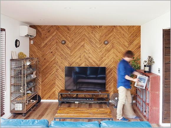 ヴィンテージの家具がリビングのアクセントに。
