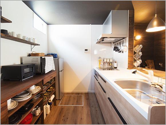 キッチンの中は広々としていて、収納力も十分。