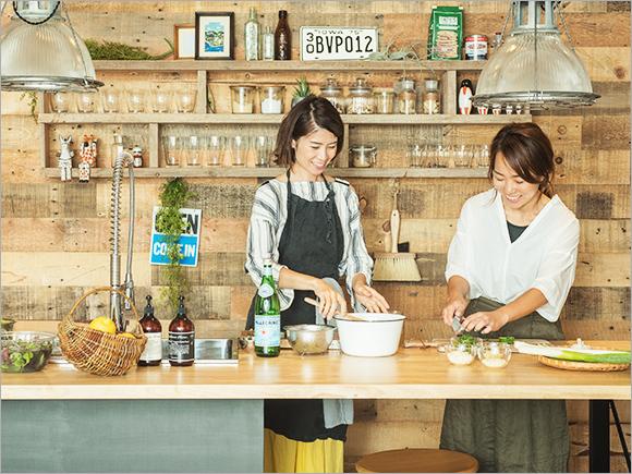 直子さんに教えていただきながら、広報・伊藤も料理。