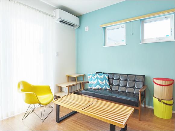 リビングの家具はユーズドのものをチョイス。