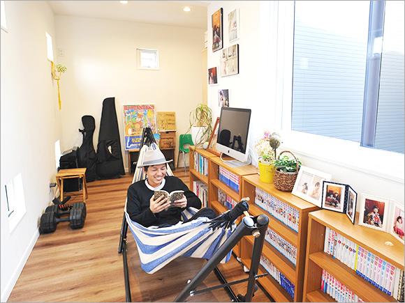 廊下部分には本棚やハンモックを並べて趣味を楽しむスペースに