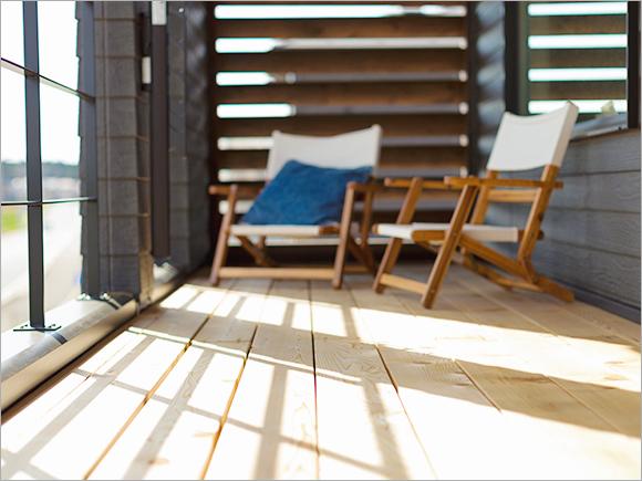 2階のベランダは、夫婦で穏やかな時間を楽しめるスカイデッキ。