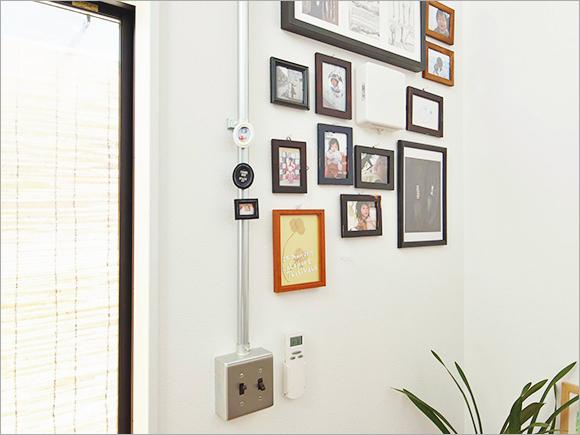 壁にはお子さんたちの写真をアートギャラリー風に