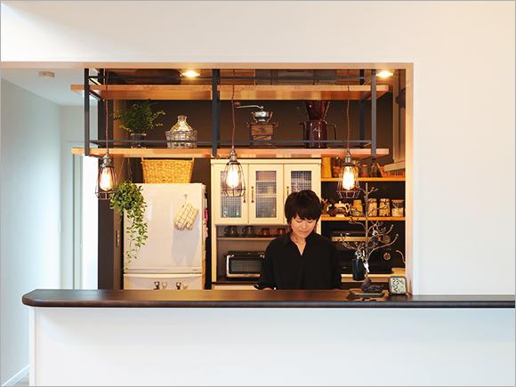 キッチンはカフェをイメージしてデザイン。