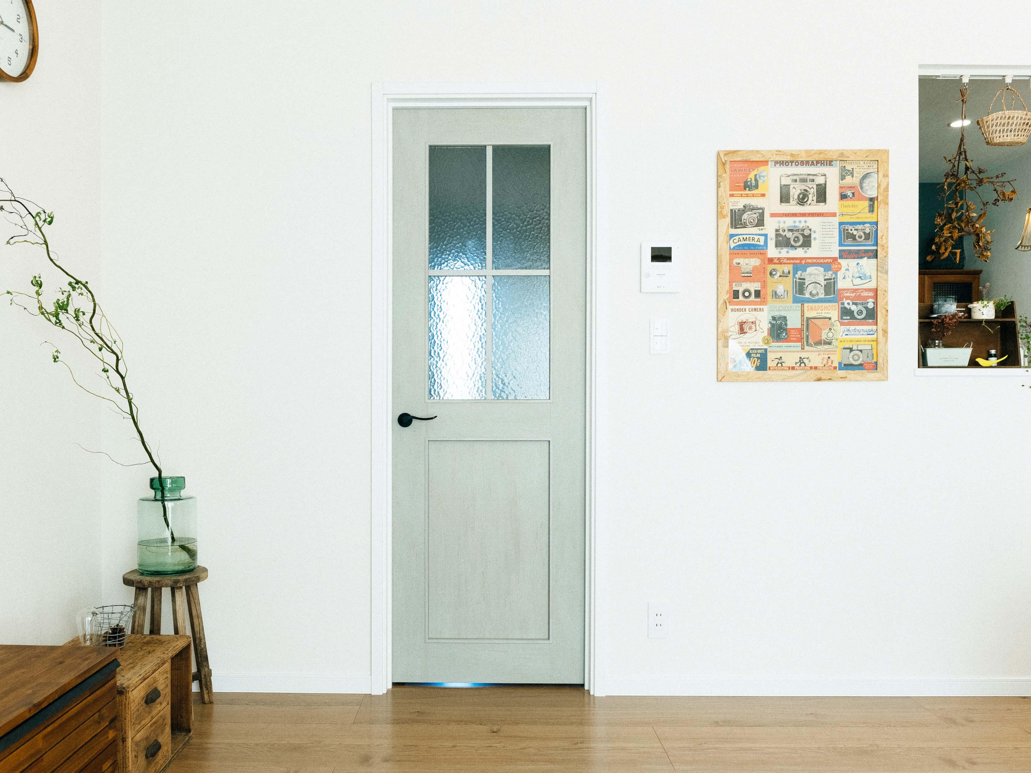 同色で揃えたグリーンの扉