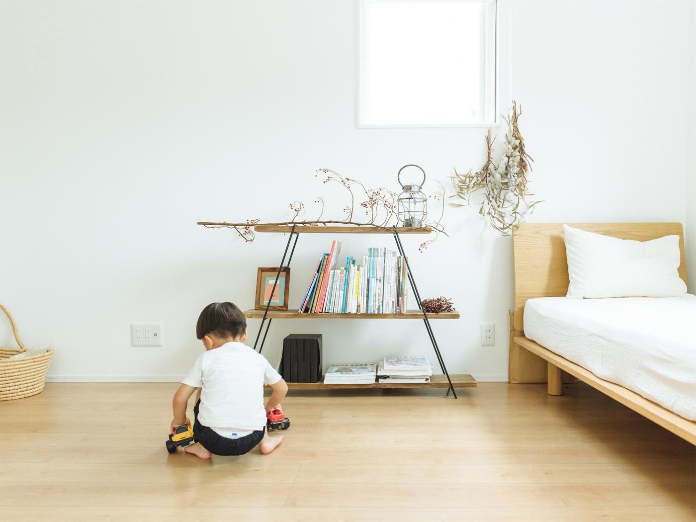 息子さんの部屋も木の質感のインテリアで統一。