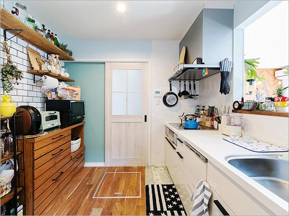 自分たちでタイルを貼ったキッチン。