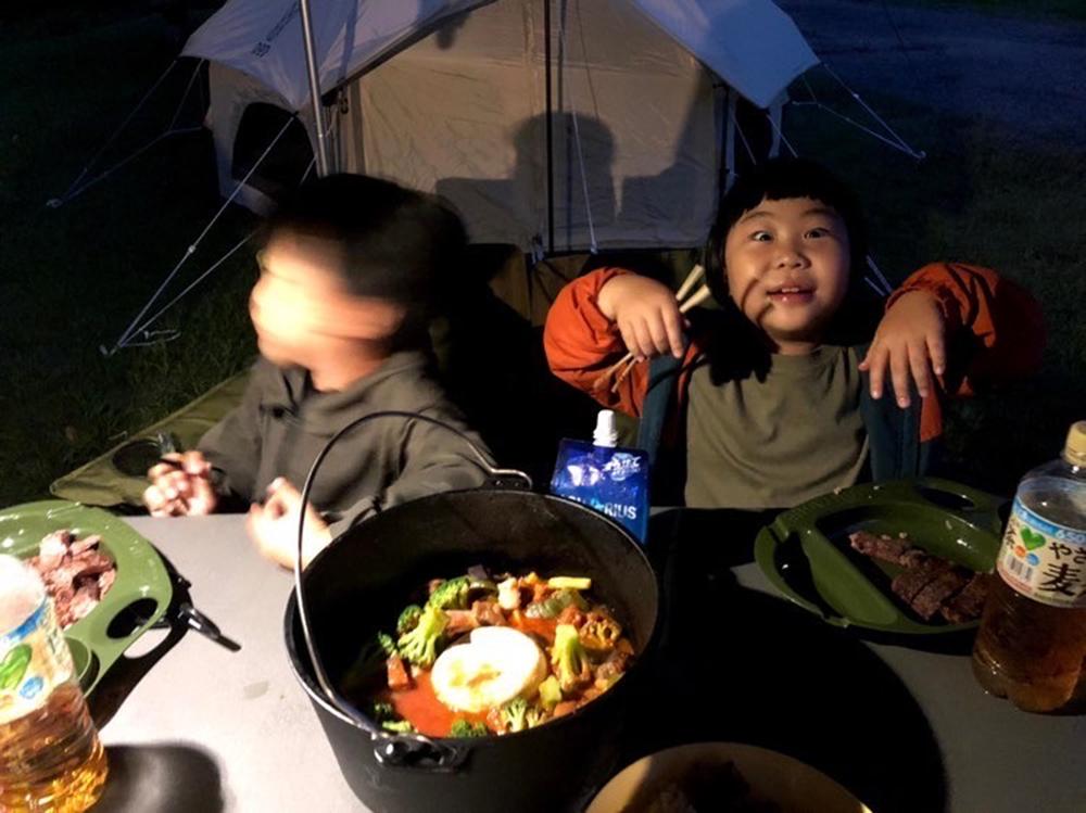 外で楽しむキャンプ飯も、ファミリーキャンプの楽しみのひとつ。