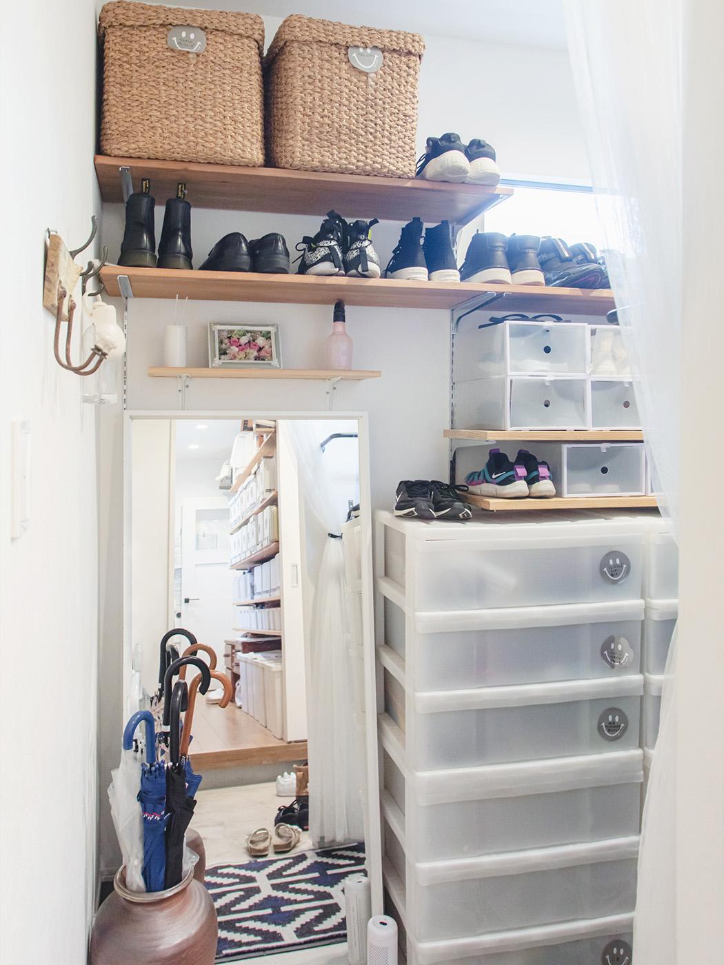 100足以上ある靴を広めのシュークローゼットに収納。