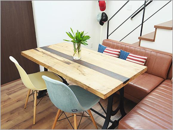 新築祝いにもらったお気に入りのダイニングテーブル。