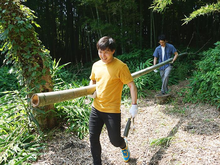 竹は意外と重かった....。