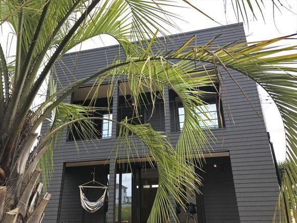 いよいよ2018年スタートしますね! 2018年最初のマリブ見学会は1/6.7.8の3連休です♪ カリフォルニア工務店とのコラボハウスZERO-CUBE MALIBU。 個性派家具ブームスで揃えた、西海岸テイストの家具が マリブの魅力をより引き出してくれています。 おしゃれな鉄骨階段、大きな3連窓、ヘリンボーンの壁・・ リアルサイズなモデルハウスを是非ご覧ください。 まだ見たことない方、興味がある方、お散歩がてらにふらっと 見てみたいな!そんな軽い気持ちでOKです。  ご来場の方には保冷温ランチポットをプレゼント! 夏も冬も大活躍するグッズです♪ 皆様のお越しお待ちしております。  開催日:1/6.7.8 時間:13:00~16:00 場所:茨城県取手市ゆめみ野5-1-4 問い合わせ先:0297-21-0881 株式会社スカイ・エステート