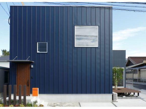 真庭市台金屋にZERO-CUBE+BOXの建売住宅が完成しました! オープンを記念して販売会&見学会を開催いたします!!  今回ご案内する「+BOX」はZERO-CUBEに和室&6帖バルコニーを追加した4LDKのお家。  吹抜けにより自然の陽射しを感じれる広々明るい空間を体感できます!  キッチンからお風呂までなんとたったの3歩♪  お料理をしながらお洗濯、お風呂の確認が出来る間取りなので家事効率もUPします✨   さらに!!今回の内装はプロがトータルコーディネート✨  先着1名様限定!!食器洗浄乾燥機、浴室乾燥機、床暖房、家具等々たくさんの特典付新築住宅を 月々6万円台で購入できるチャンスです!(※諸費用等は別途。)  シンプルだからこそ自分の好みにカスタムできる ZERO-CUBEの良さを体感してみてください✨  室内には家具も展示されているので、 お家づくりのイメージがきっと広がりますよ♪   ここにしかない特別なZERO-CUBE+BOXを見れるのは今だけ✨✨ 皆様のご来場をお待ちしております!!  見学はもちろん、家づくりを考え始められたばかりのお客様も大歓迎! お家のことは勿論、土地や予算の事など1人ひとりのお悩みに沿ったご相談も承ります! ゆっくり見学していただけるよう、キッズスペースも完備しております♪   ※お申し込みいただいた後に弊社より確認のお電話をさせていただき、ご予約完了となりますのでご了承ください。  ※予約状況により、当日はスムーズなご案内が難しい場合もございます。2日前までのご予約をお願いします。
