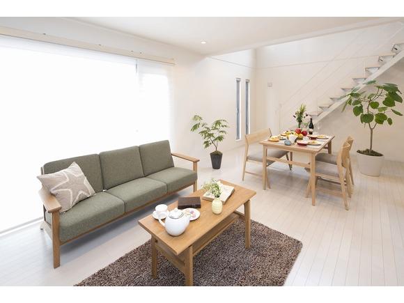 シンプルなデザイン性と、自分たちらしい暮らし方に合わせてオプションを選んでカスタマイズができる、1,000万円 からはじめる家づくり「ZERO-CUBE+FUN」。 その中でも安定した人気を保つ3LDKのベーシックプランの完成見学会を長崎市北浦町で開催します! ご自身が希望する建物の間取りや広さを実際に体感できるのが規格住宅のいいところ。事前にご予約の上、遊びにお越しください!