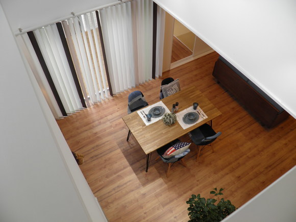 私たちにちょうどいい家 1,000万円からはじまる、新しい家づくりのカタチ  ⬜︎ ◽︎ ⬜︎ ZERO-CUBE +BOX ⬜︎ ◽︎ ⬜︎   四角い家、ZERO-CUBEシリーズの中で一番人気の 1部屋追加プラン「+BOX」。  ・鉄骨階段の効果で、限られたスペースでも開放感のある印象に。 ・吹き抜けの大きな窓があるので室内は明るく、心地のよい空間を実現。 ・1部屋追加プラン「+BOX」には和室とウッドデッキ、2Fバルコニーをプラス。 ・標準的な仕様のモデルハウスになっております。 ・外観、内装、設備等を実際に触ってご体感いただけます。   ◽︎ 皆様のご予約お待ちしております ◽︎ ・お見積もりは無料 ・土地などの相談もお気軽にどうぞ  (株)J-Box  【フリーダイヤル】0800-800-1409 【WEBページ   】www.j-box.org